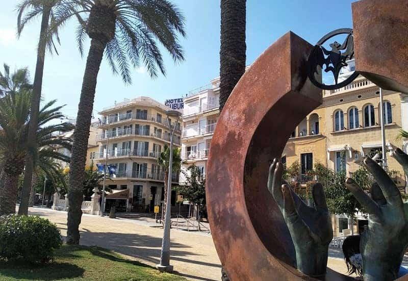 Homenaje a Facundo Bacardí en el Paseo Marítimo de Sitges